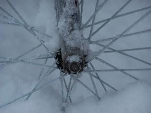 Ein Elektrofahrrad im Winter
