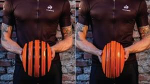 Flexibler Helm von Carrera